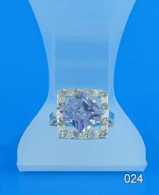 Серебряное кольцо с фианитом 024